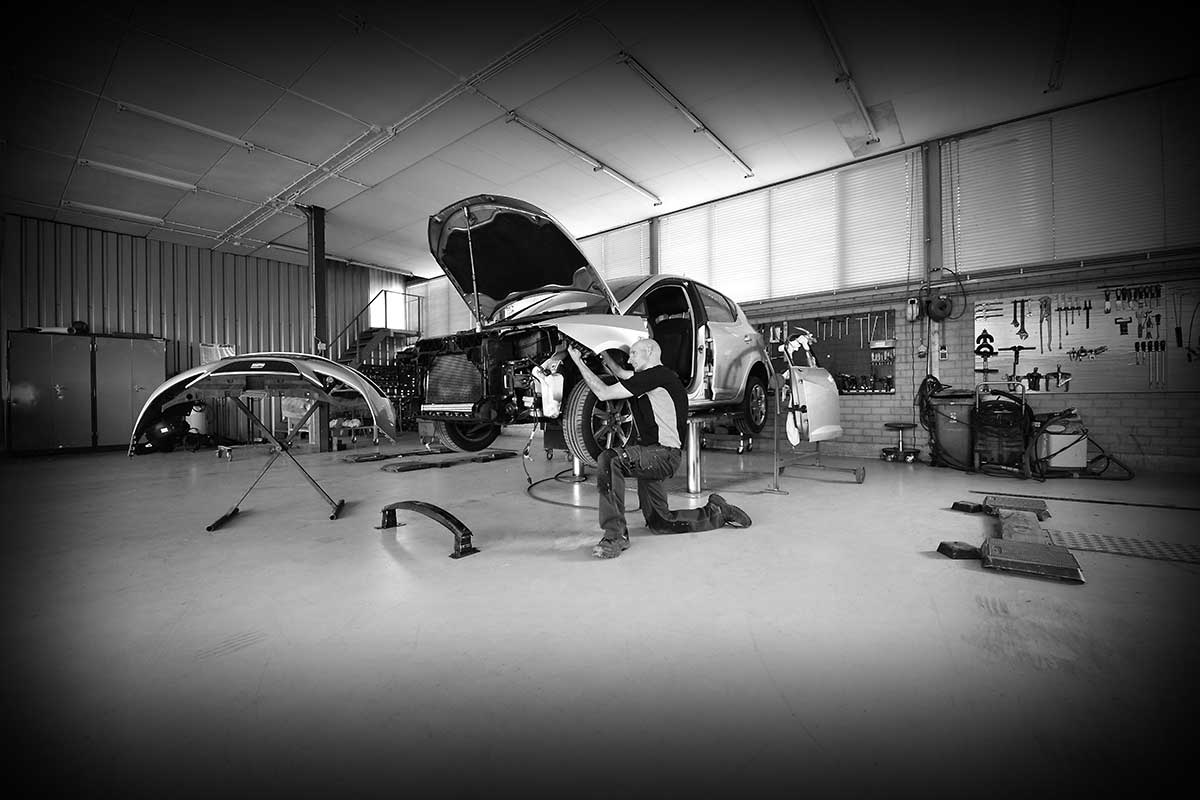 Autoschade-Theo-Lauwers-garage-Bedrijfsfotografie-Portfolio-Bladel